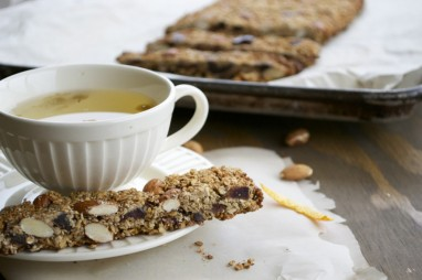 Almond, date and orange granola bars