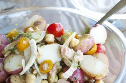 Potato salad with tuna, chickpeas and balsamic vinaigrette