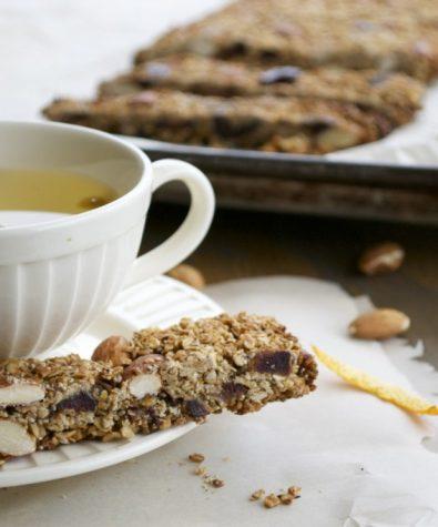 Almond, date and orange granola bars